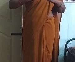 desi  indian horny tamil telugu kannada malayalam hindi cheating wife wearing saree vanitha showing beamy boobs and shaved snatch press hard boobs press nip rubbing snatch masturbation